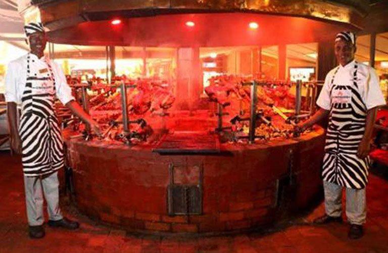Africké safari zájezd Keňa - restaurace Carnivore